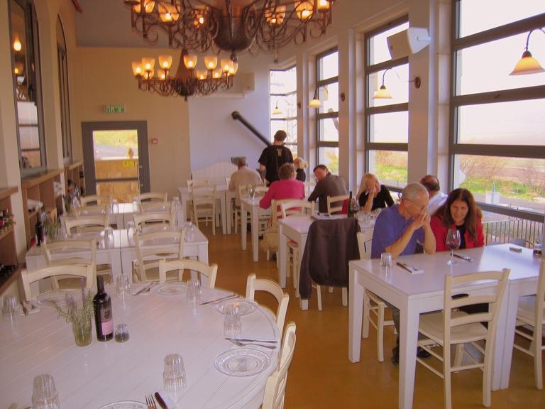 posetiteli-restorana-kimel-v-izreelskoj-doline