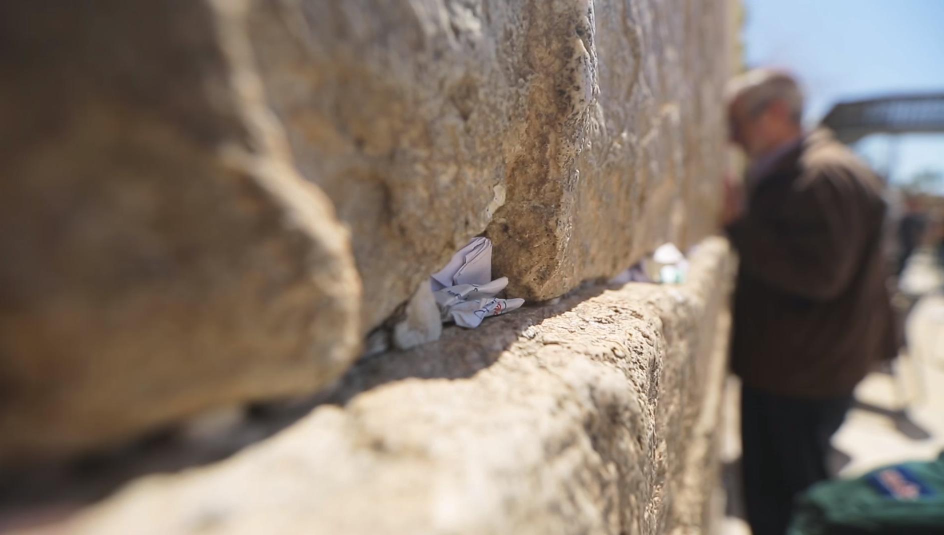zapiski-v-stene-placha-v-ierusalime