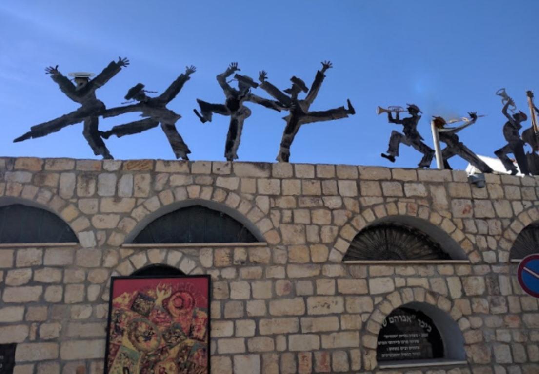 tsfat-hasidy-na-kryshe-art-kompozitsiya