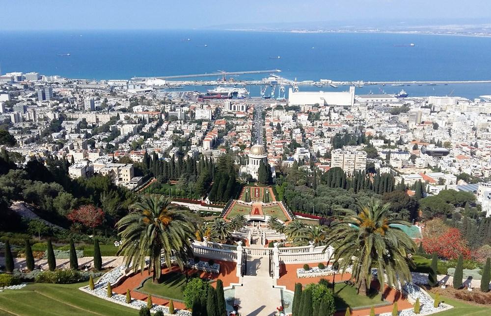 panorama-hajfy-vid-iz-bahajskih-sadov-na-sredizemnoe-more