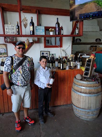 turist-s-yunym-vinodelom