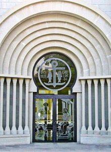 vhod-v-zdanie-domus-galileya