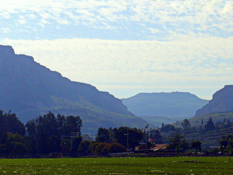 vid-na-vulkan-karnej-hittin-ot-galilejskogo-morya