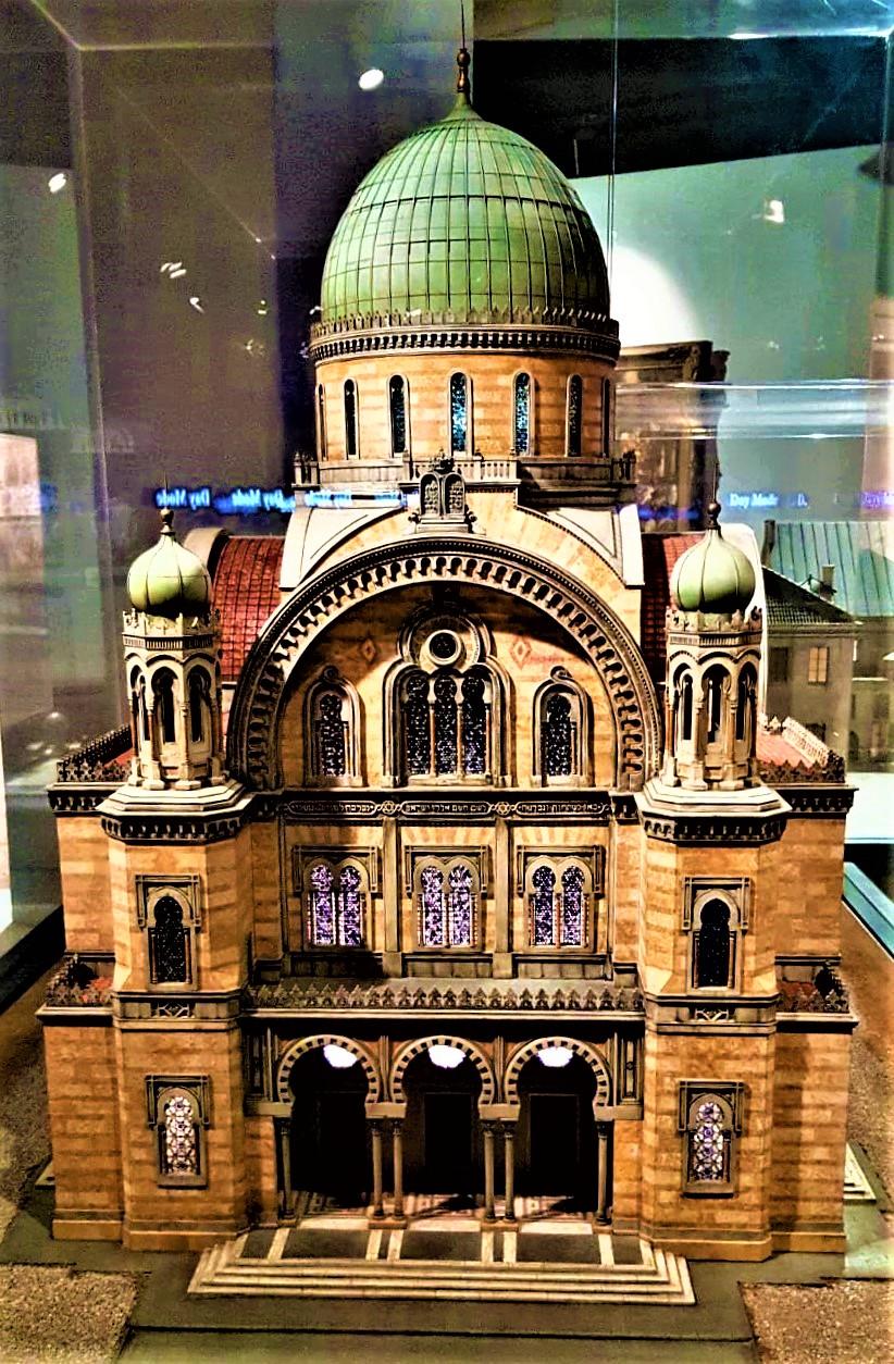 maket-sinagogi-vo-florentsii-v-muzee-evrejskogo-naroda
